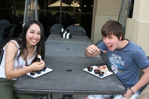 Jacqueline Gutierrez and Luke Smallwood, both sophomore Christian studies majors, enjoy trying the chili.